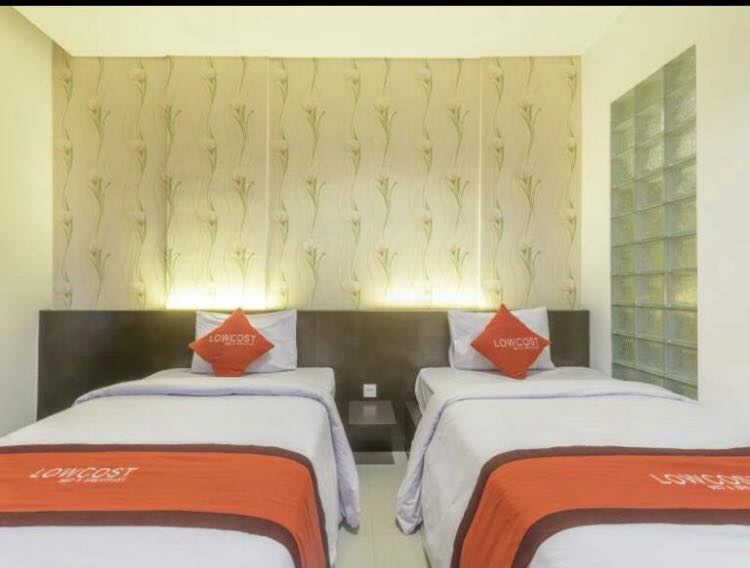 Lowcost Bed  Breakfast Twin Bed Room